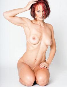 rasierte reife Frau